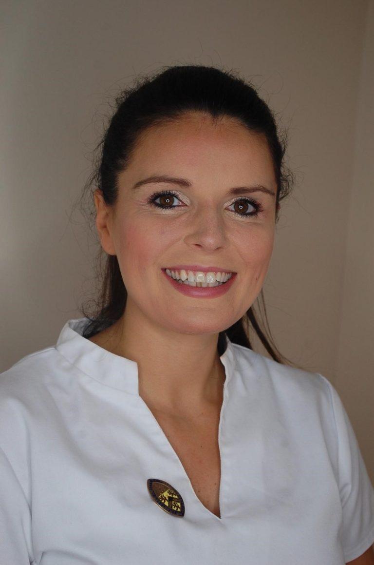Victoria Scott